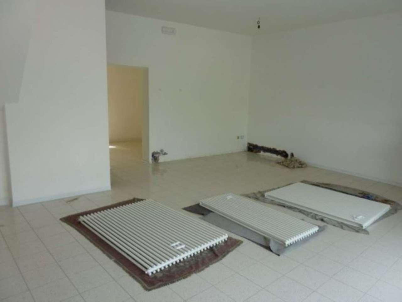 Negozio / Locale in affitto a Villorba, 3 locali, prezzo € 650 | Cambio Casa.it