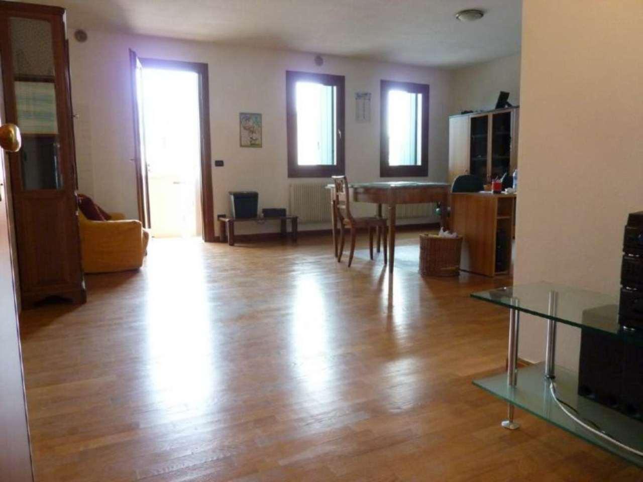 Appartamento in vendita a Villorba, 3 locali, prezzo € 115.000 | Cambio Casa.it