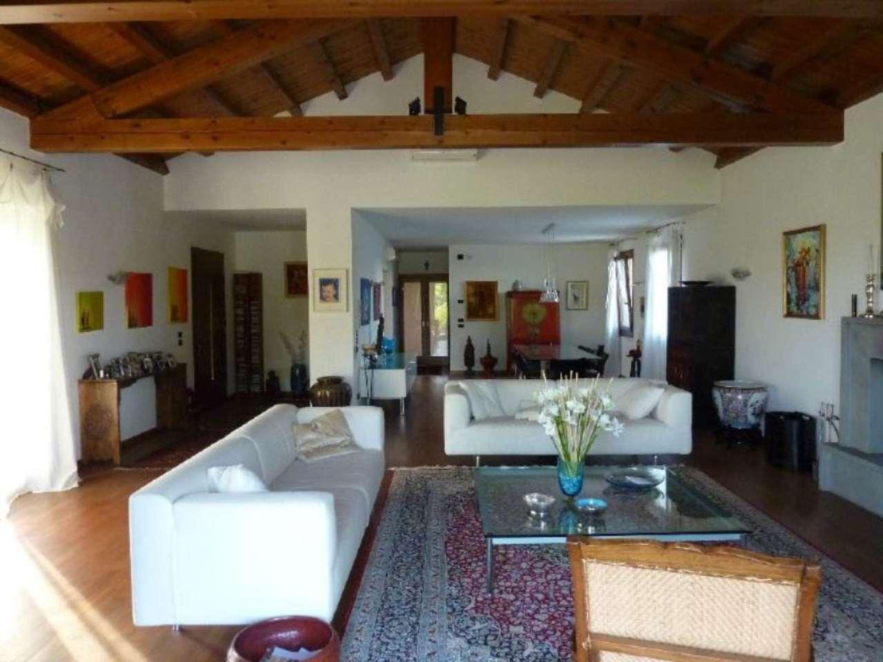 Villa in Vendita a Maserada sul Piave