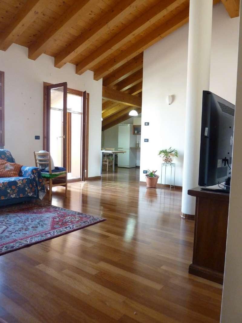 Attico / Mansarda in affitto a Spresiano, 4 locali, prezzo € 640 | Cambio Casa.it