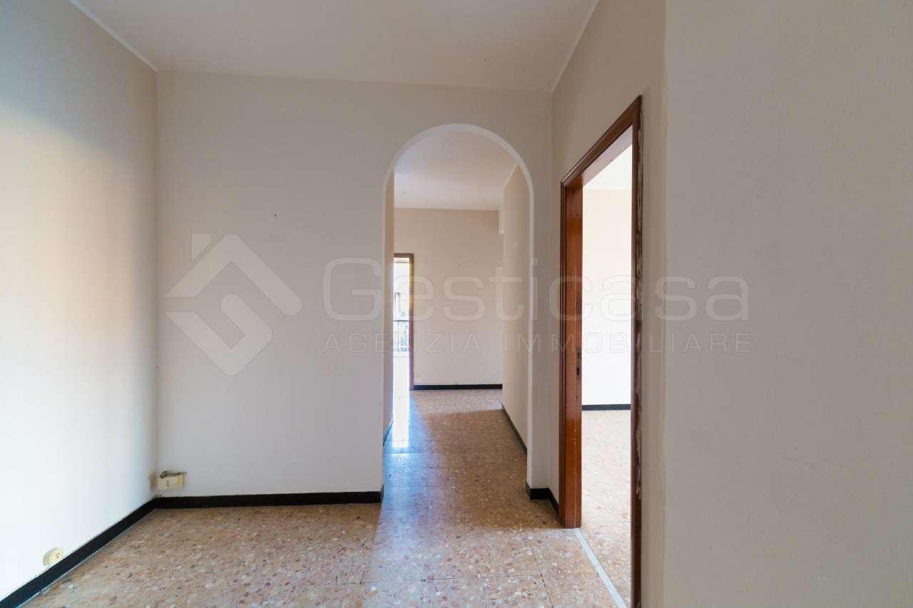 Appartamento in vendita a Lavagna, 4 locali, prezzo € 240.000 | CambioCasa.it