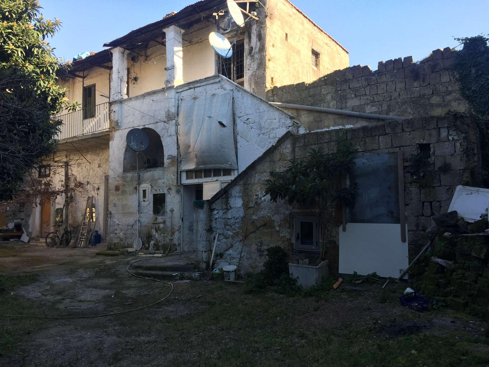 Rustico / Casale in Vendita a Giugliano in Campania
