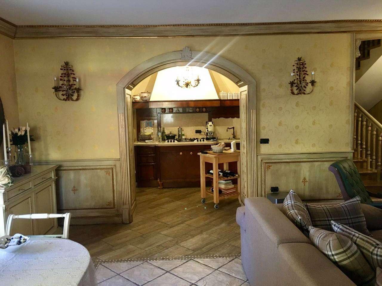 Villa in vendita a Giugliano in Campania, 4 locali, prezzo € 480.000   Cambio Casa.it