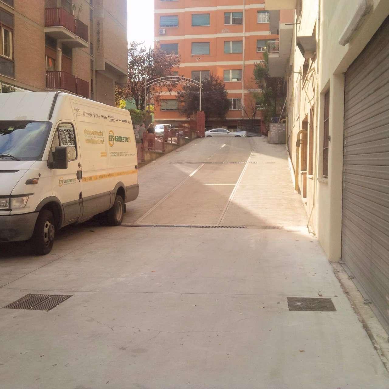 Magazzino in affitto a Roma, 9999 locali, zona Zona: 20 . Marconi - Ostiense, prezzo € 1.600 | Cambio Casa.it