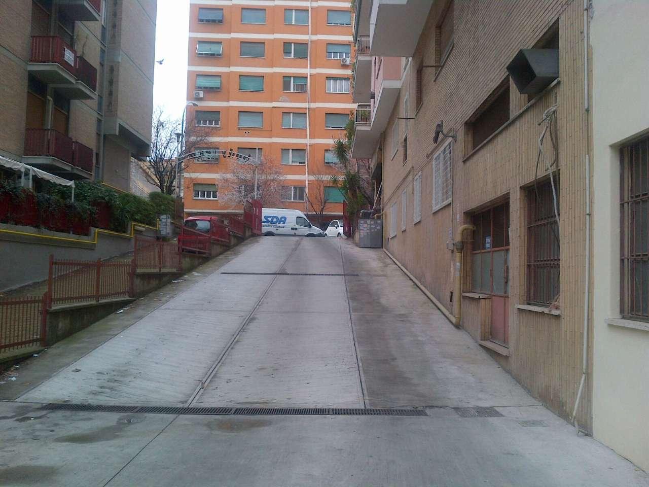 Laboratorio in affitto a Roma, 9999 locali, zona Zona: 20 . Marconi - Ostiense, prezzo € 2.500   Cambio Casa.it