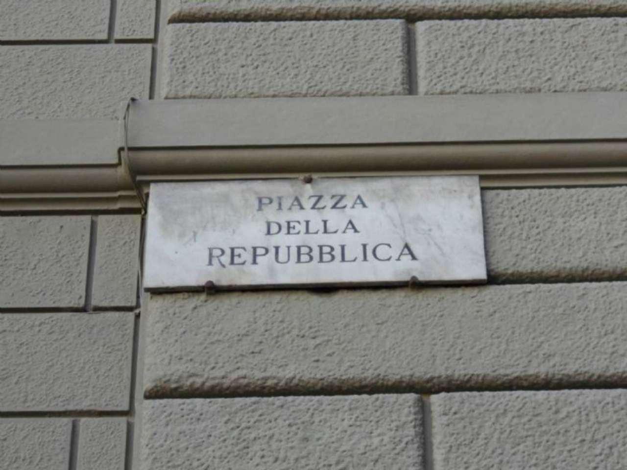 Negozio / Locale in affitto a Firenze, 9999 locali, zona Zona: 12 . Duomo, Oltrarno, Centro Storico, Santa Croce, S. Spirito, Giardino di Boboli, prezzo € 15.000 | Cambio Casa.it