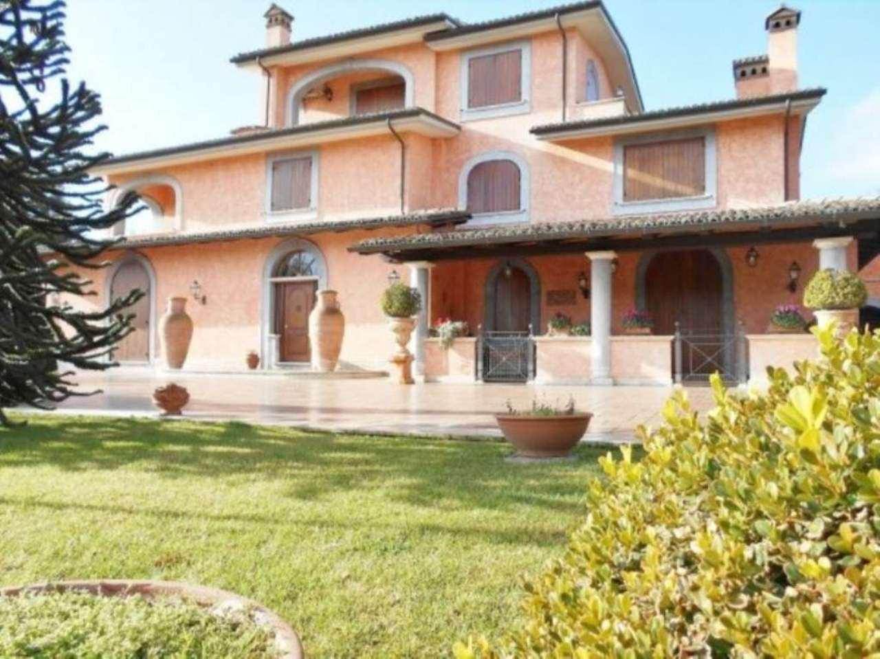 Villa in vendita a San Cesareo, 9 locali, Trattative riservate | CambioCasa.it
