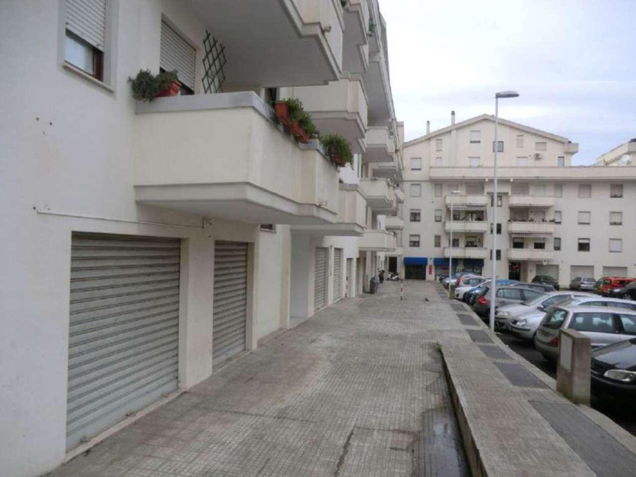 Negozio / Locale in affitto a Sassari, 2 locali, prezzo € 400 | Cambio Casa.it