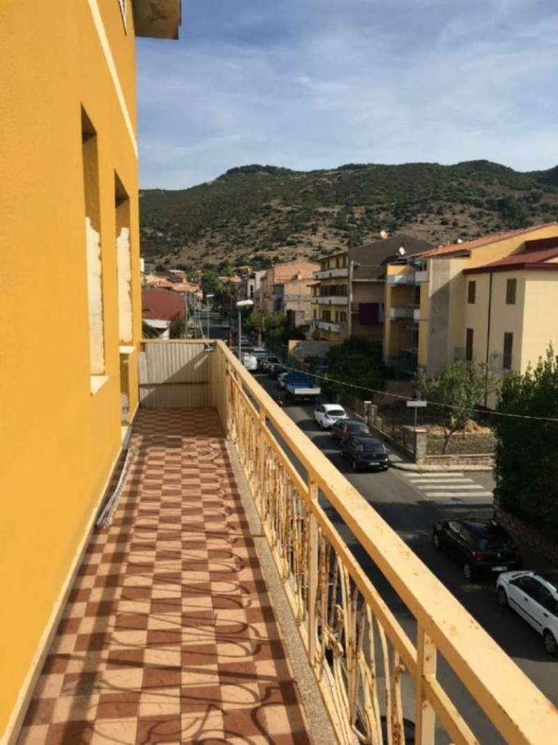 Appartamento in vendita a Bosa, 4 locali, prezzo € 130.000 | Cambio Casa.it