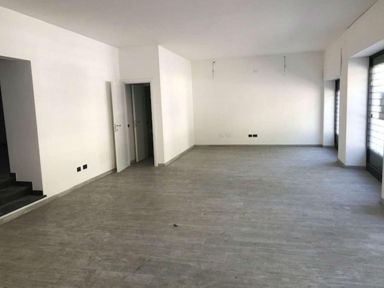 Negozio / Locale in affitto a Sassari, 4 locali, prezzo € 900   CambioCasa.it