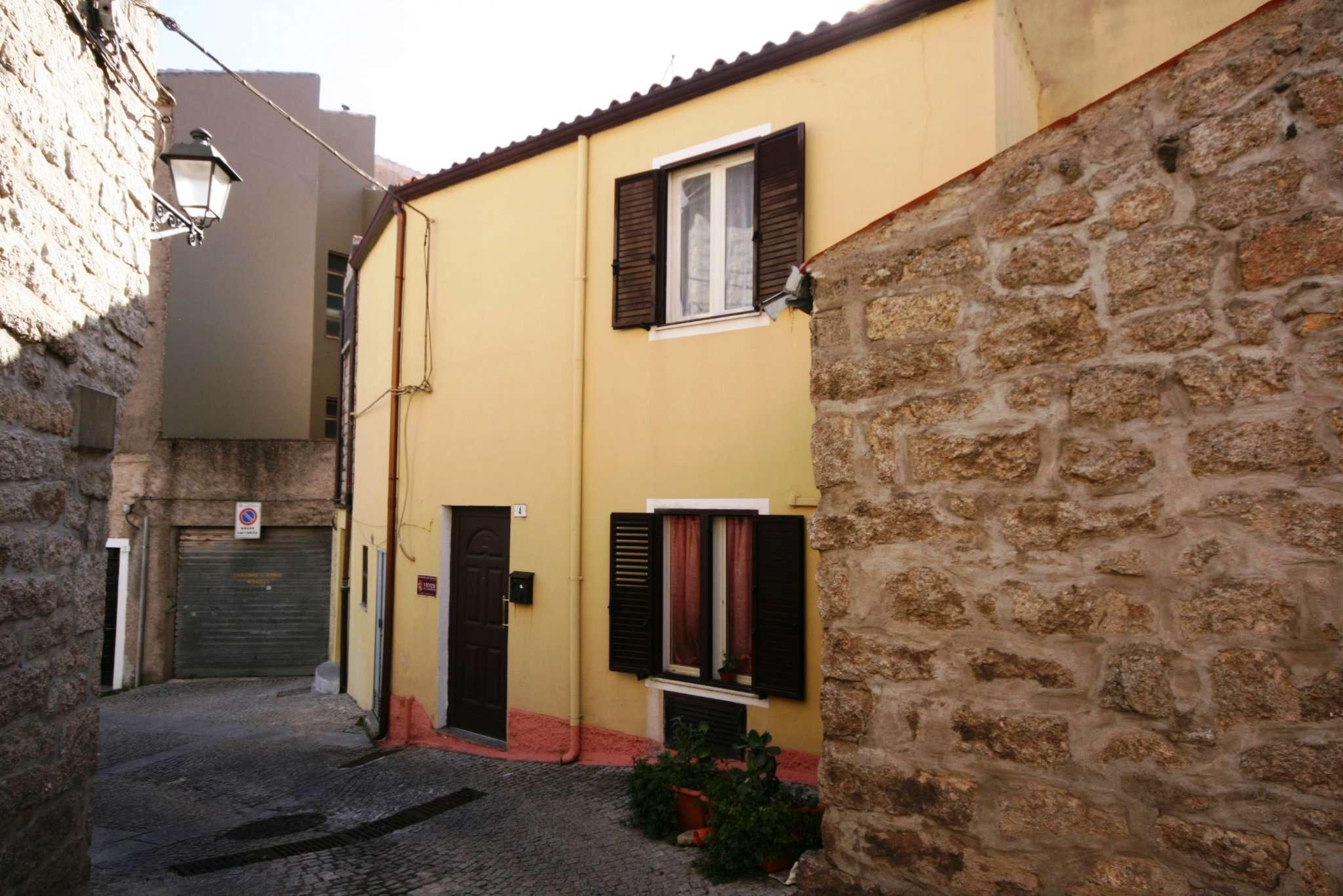 Palazzo / Stabile in vendita a Tempio Pausania, 2 locali, prezzo € 62.000 | CambioCasa.it
