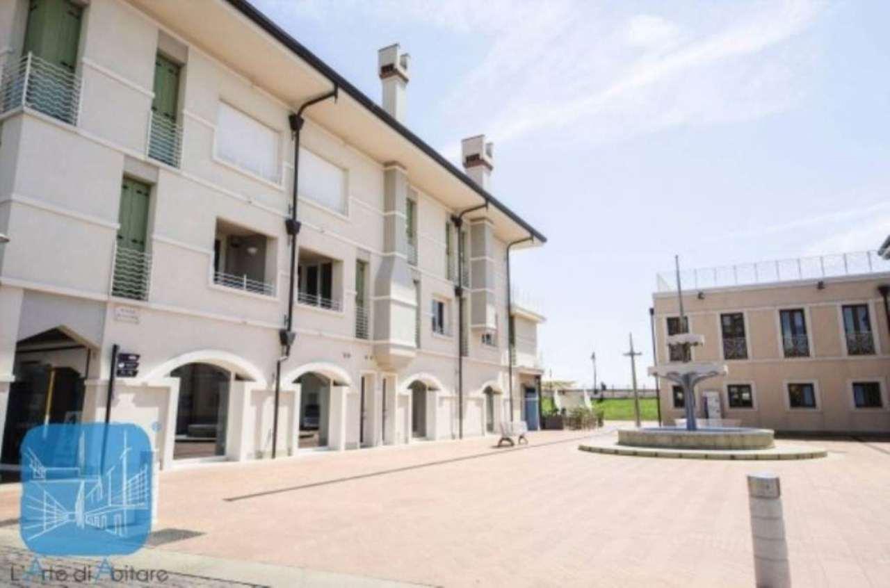 Negozio / Locale in affitto a Caorle, 2 locali, prezzo € 990 | Cambio Casa.it