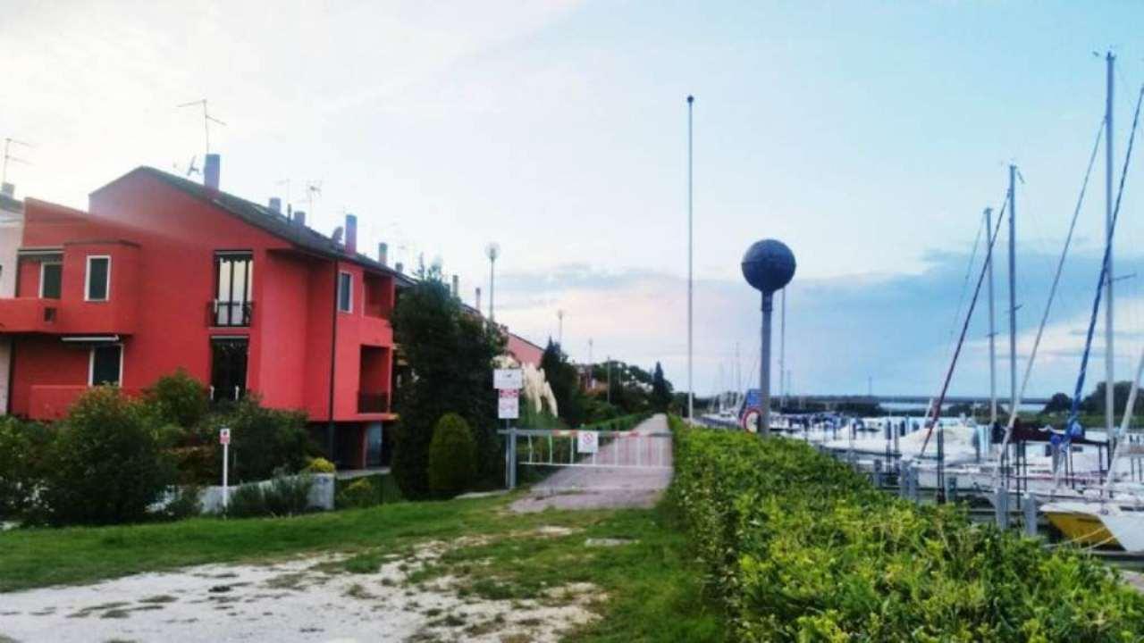 Palazzo / Stabile in vendita a Caorle, 6 locali, prezzo € 220.000 | Cambio Casa.it