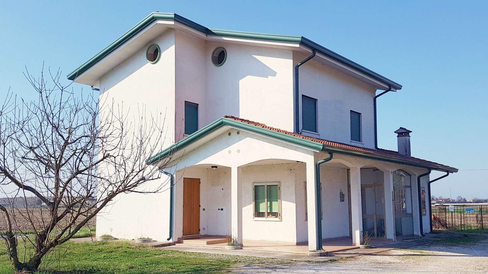 Soluzione Indipendente in vendita a Jesolo, 8 locali, prezzo € 230.000 | Cambio Casa.it
