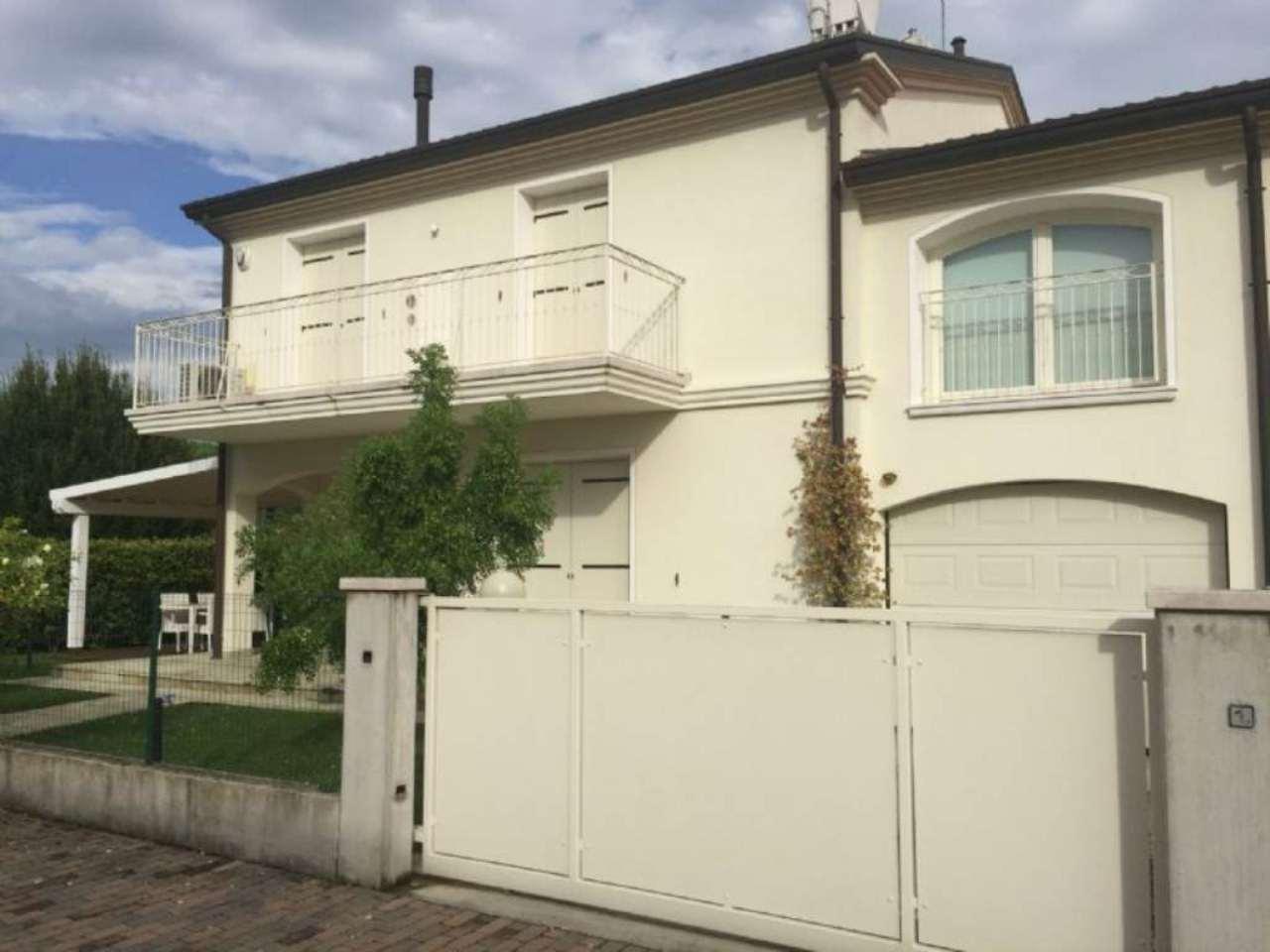Villa Tri-Quadrifamiliare in Vendita a San Donà di Piave