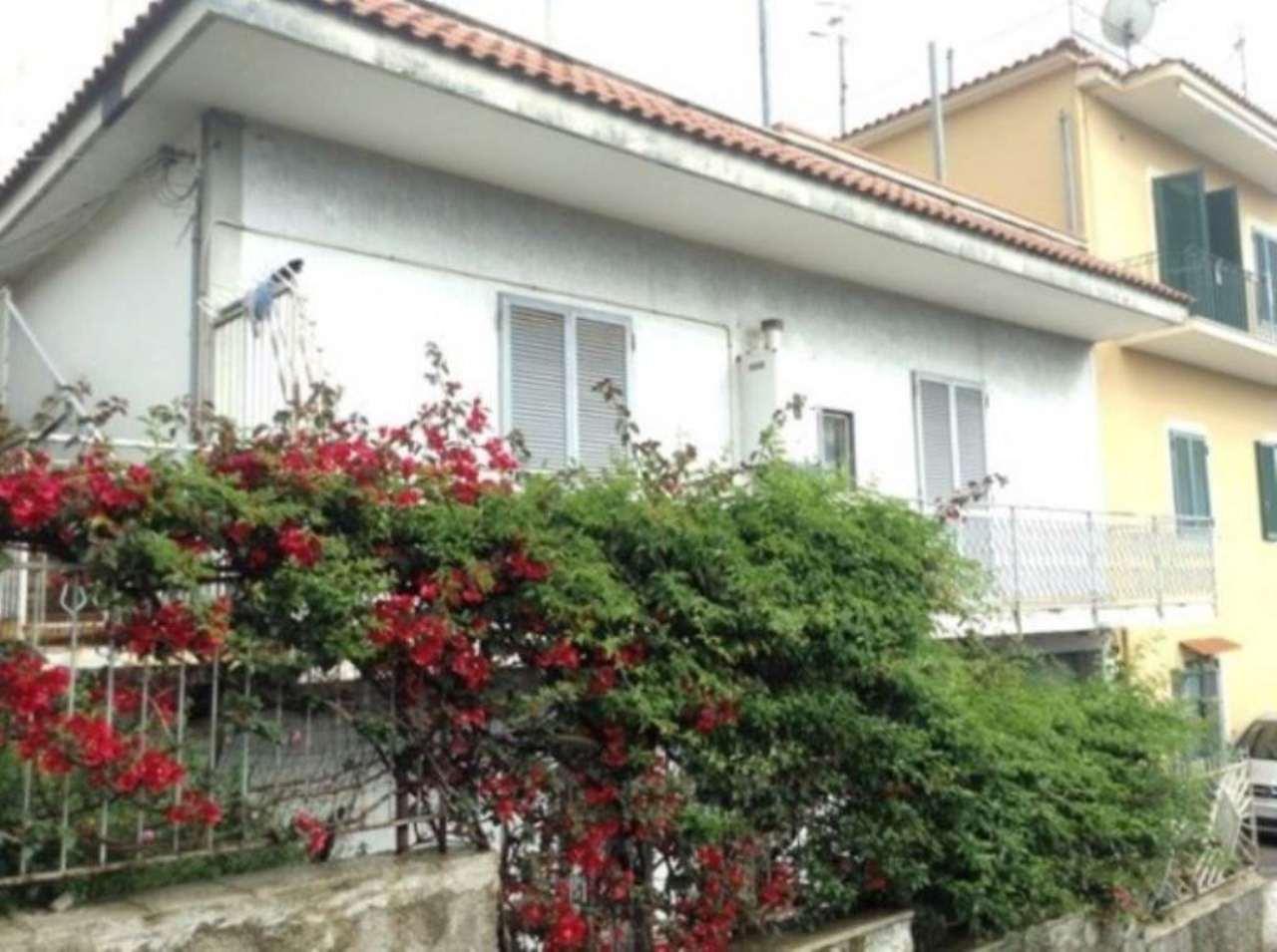 Villa in vendita a Torre del Greco, 3 locali, prezzo € 305.000 | Cambio Casa.it