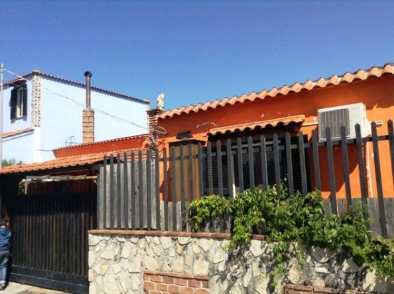Villa in vendita a Torre del Greco, 3 locali, prezzo € 200.000 | Cambio Casa.it