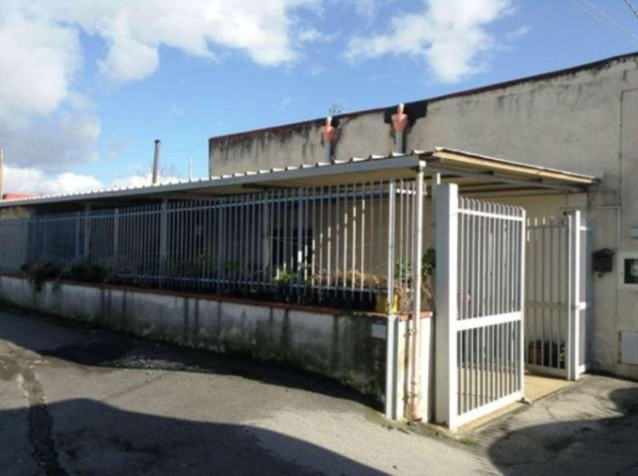 Rustico / Casale in vendita a Torre del Greco, 3 locali, prezzo € 185.000 | Cambio Casa.it