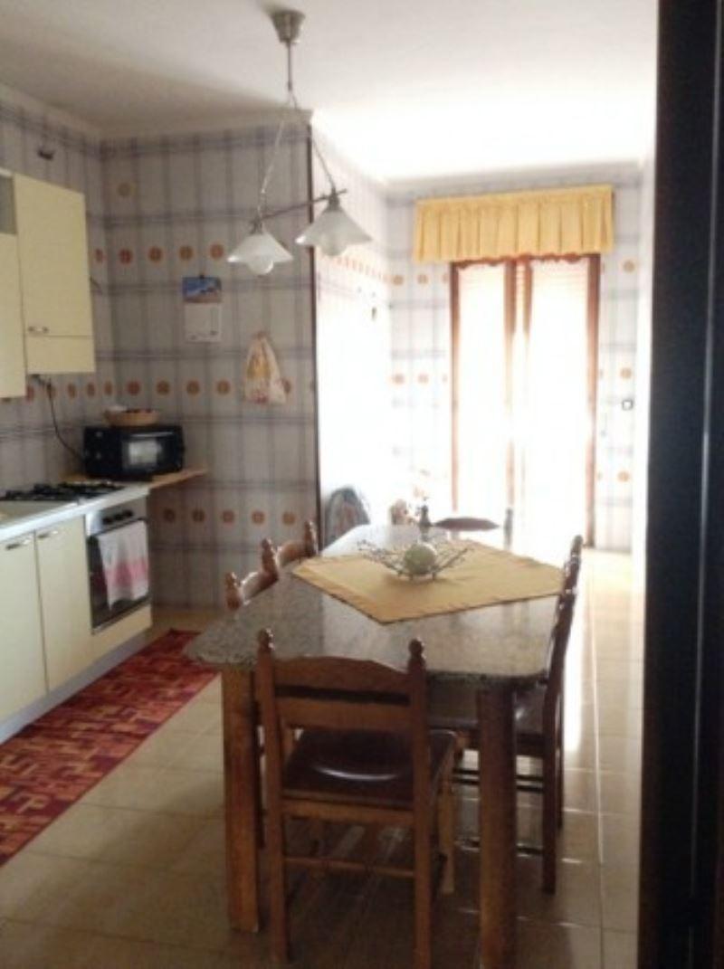 Appartamento in vendita a Torre del Greco, 3 locali, prezzo € 165.000 | Cambio Casa.it