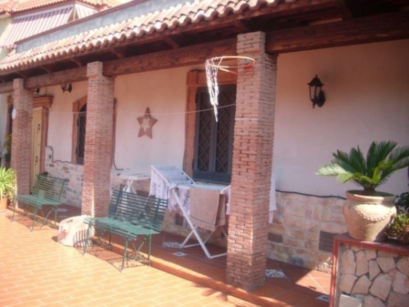 Villa in vendita a Torre del Greco, 5 locali, prezzo € 250.000 | Cambio Casa.it