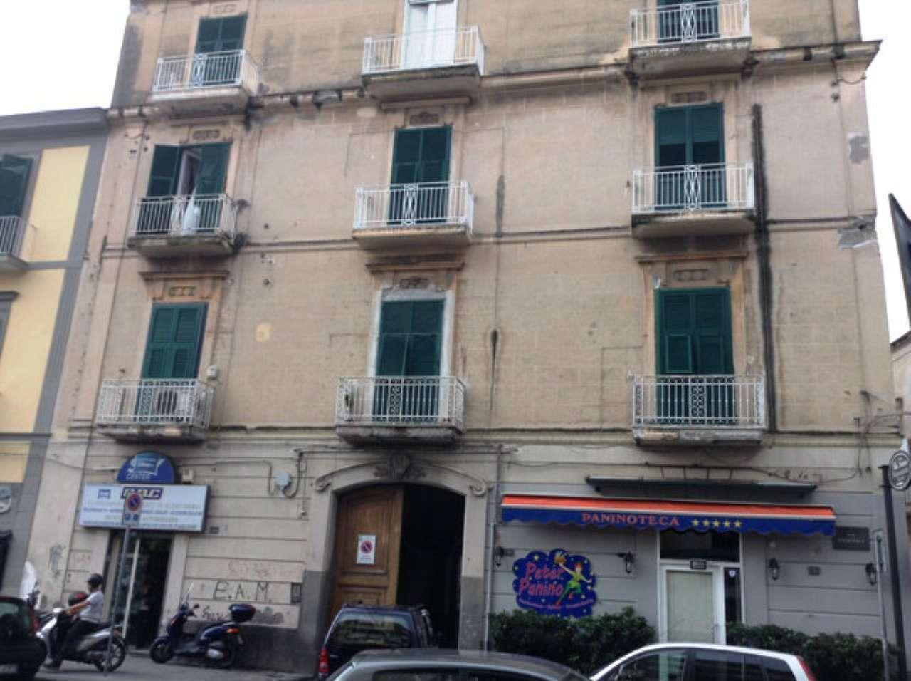Vendita case e appartamenti a torre del greco for Piani di casa del revival greco