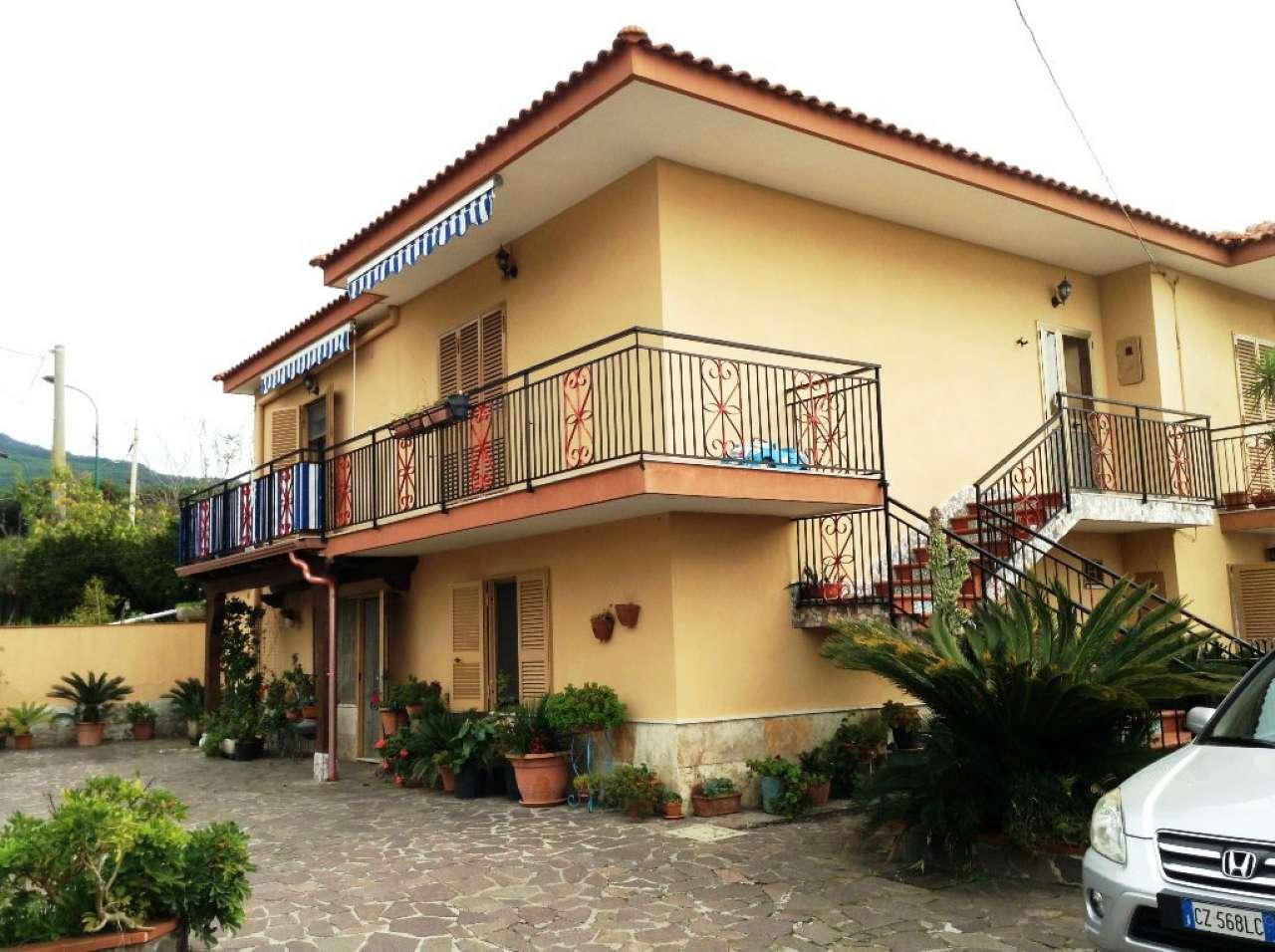 Casa torre del greco appartamenti e case in vendita a for Case in vendita torre del greco