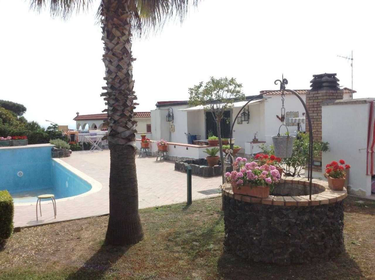Villa in vendita a Torre del Greco, 4 locali, prezzo € 440.000 | CambioCasa.it