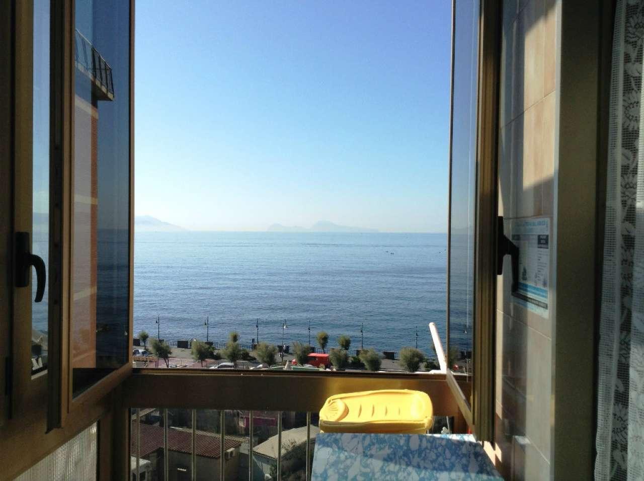 Appartamento in vendita a Torre del Greco, 5 locali, prezzo € 200.000 | CambioCasa.it