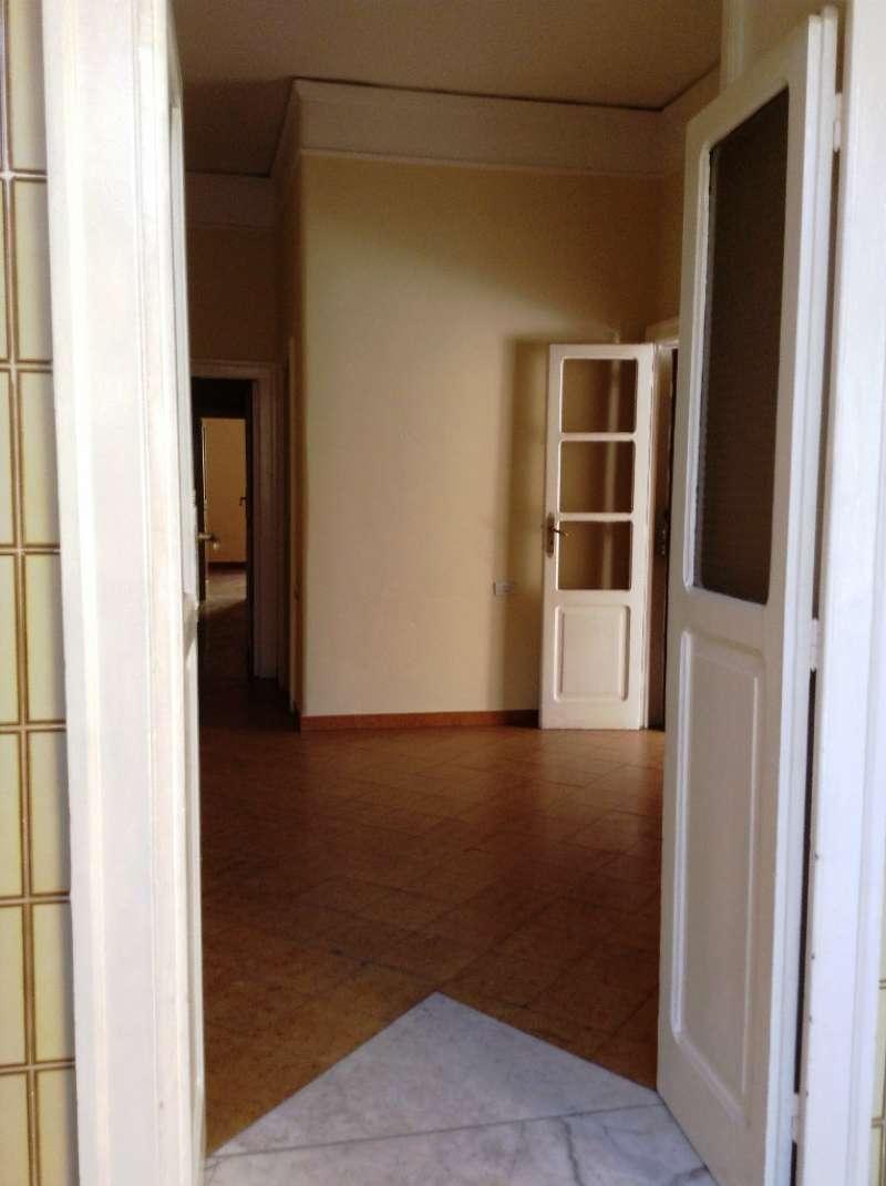 Appartamento in vendita a Torre del Greco, 3 locali, prezzo € 125.000 | CambioCasa.it
