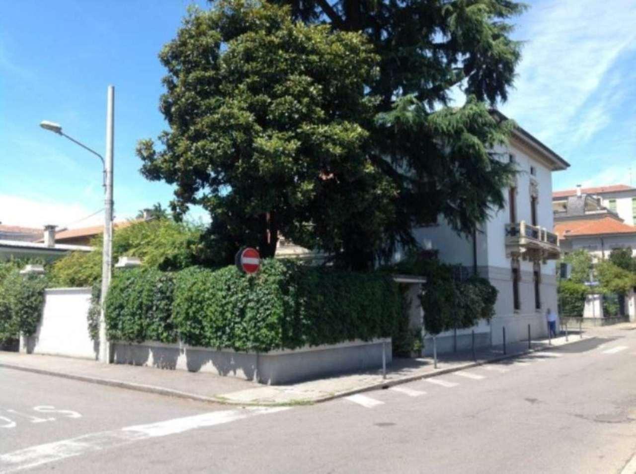 Villa in vendita a Busto Arsizio, 5 locali, prezzo € 850.000 | Cambio Casa.it