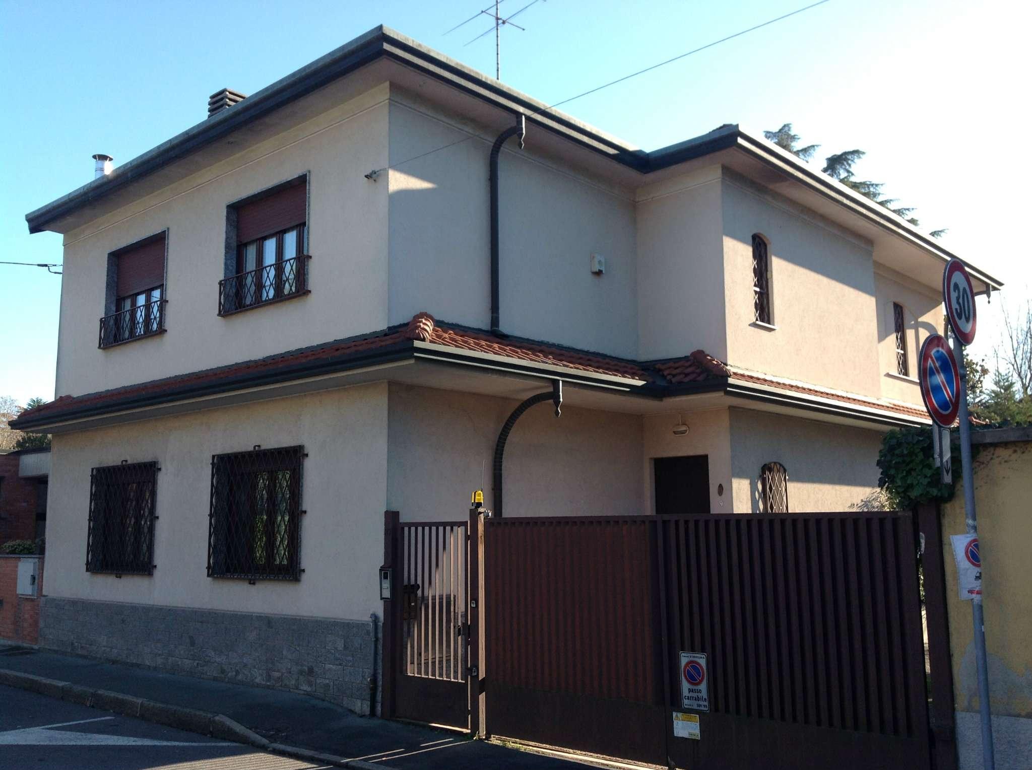 Villa in vendita a Castellanza, 6 locali, prezzo € 480.000 | Cambio Casa.it