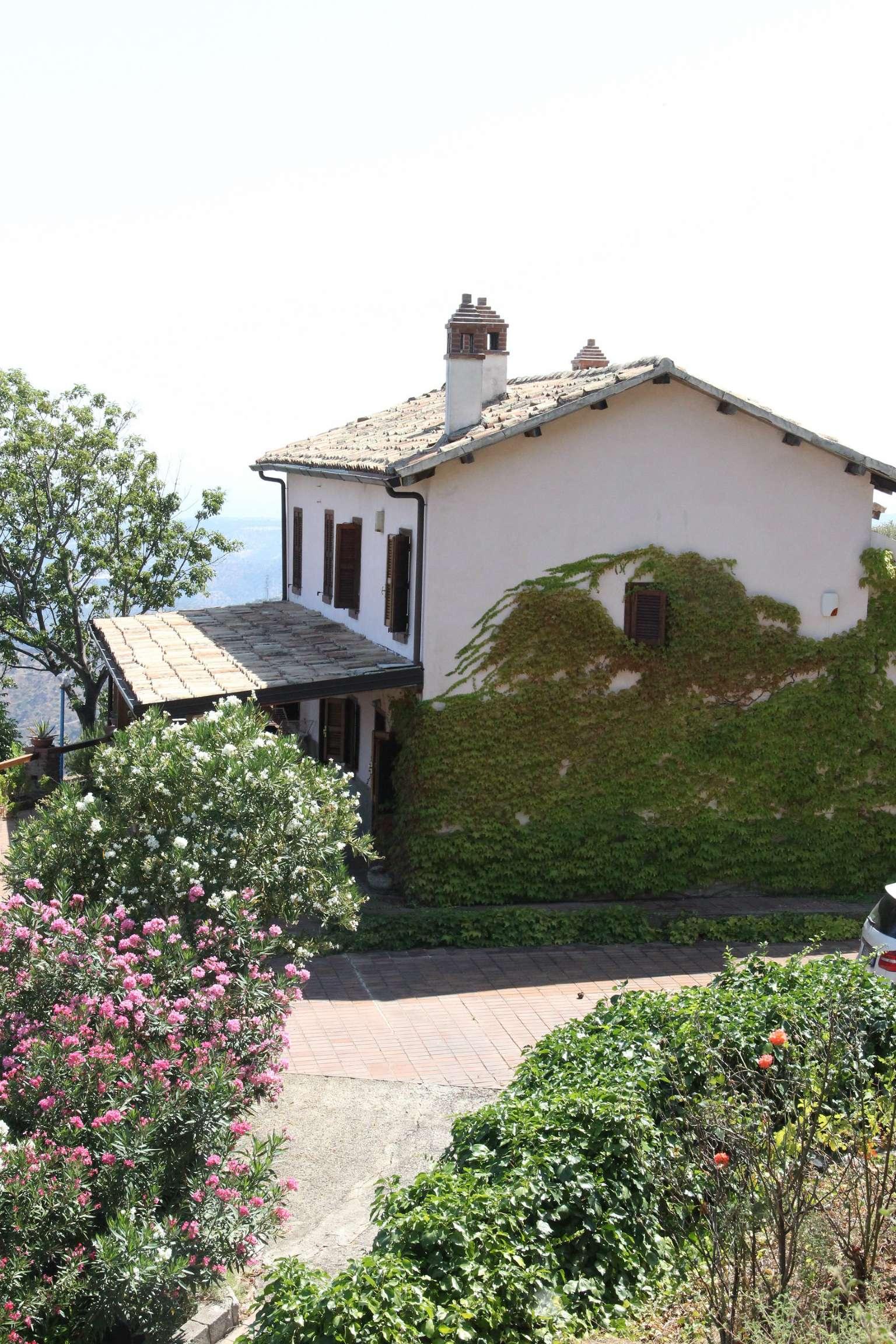 Villa in vendita a Rossano, 4 locali, prezzo € 350.000 | CambioCasa.it