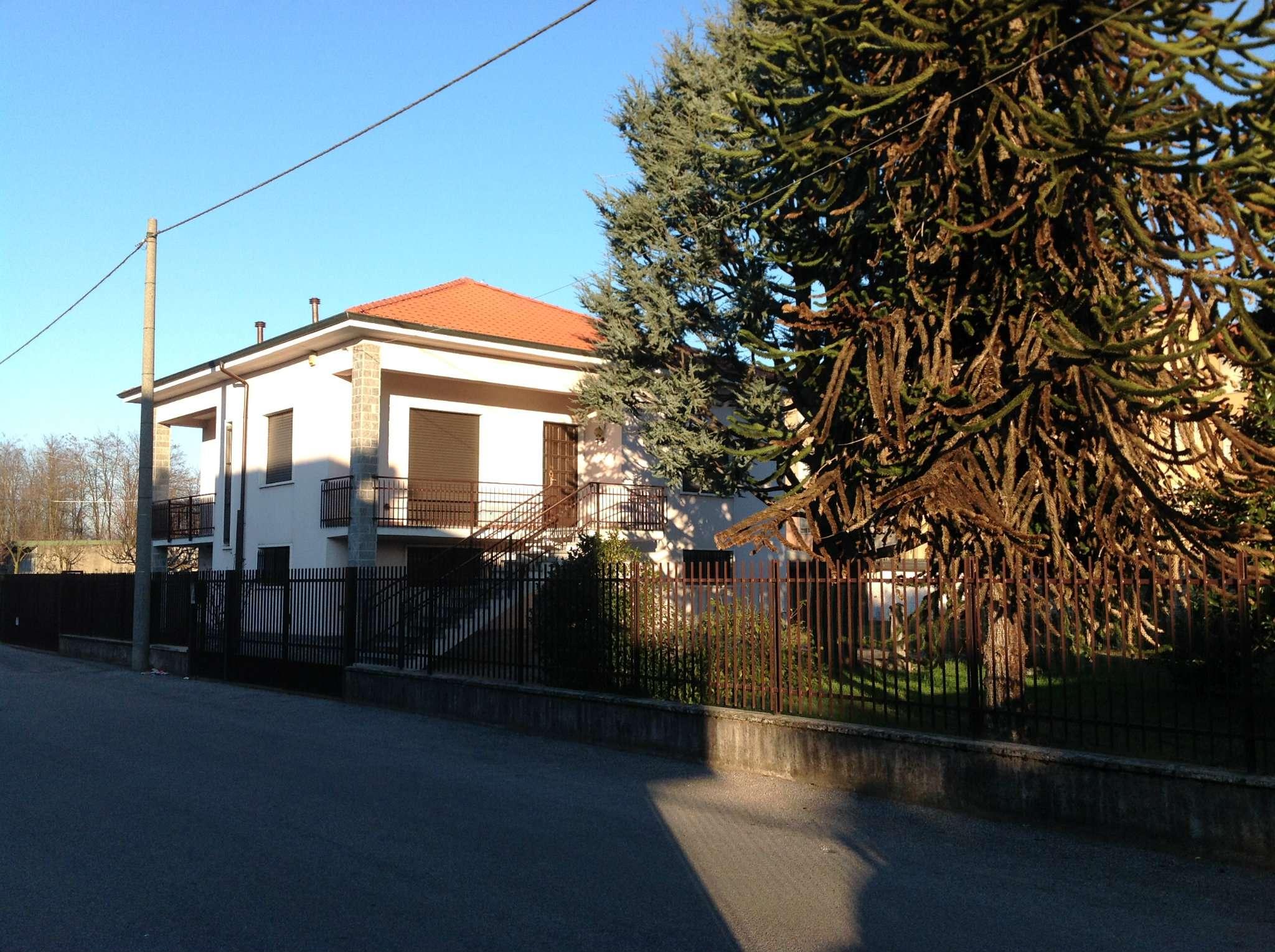 Villa in vendita a Lonate Pozzolo, 4 locali, prezzo € 260.000   Cambio Casa.it
