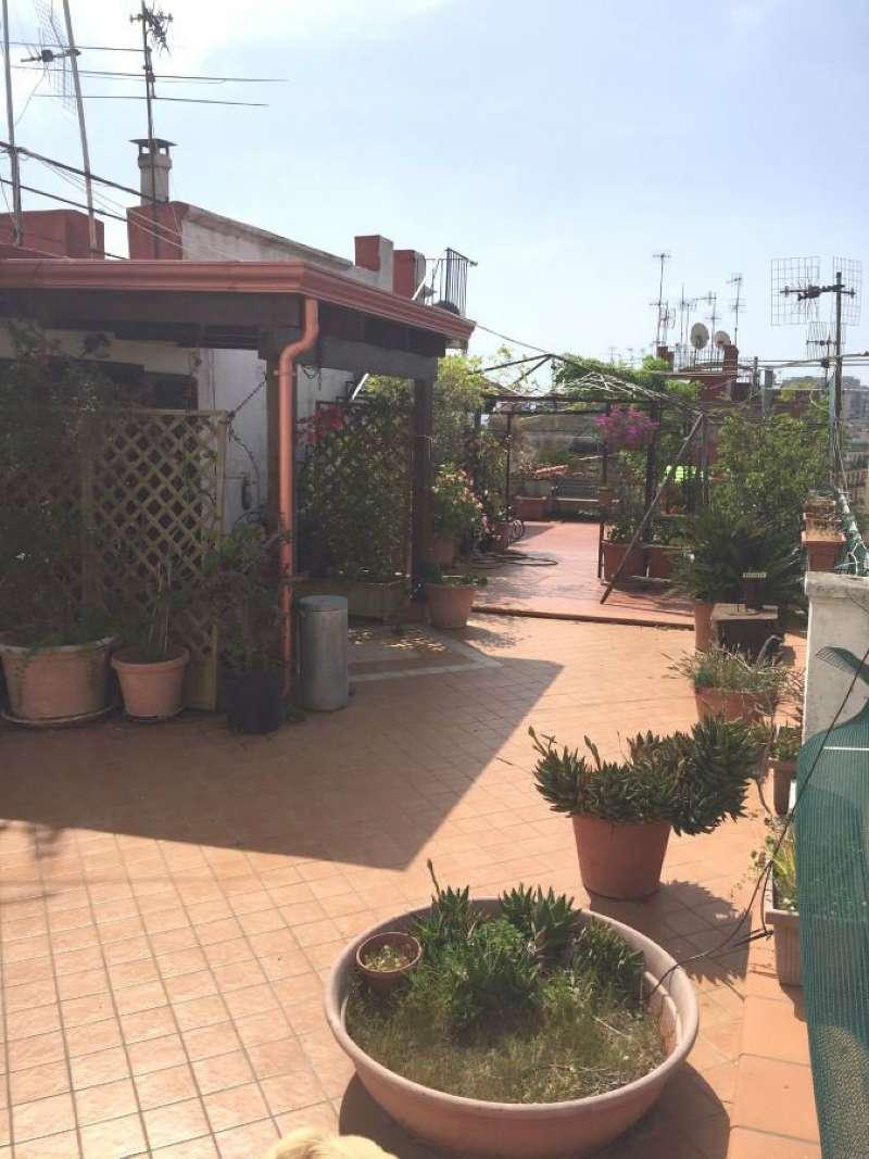 Appartamento in vendita 3 vani 60 mq.  via VIA MASSARI Napoli