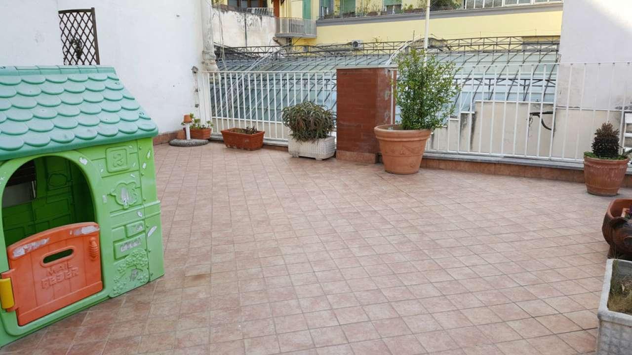 Appartamento in vendita a napoli na centro storico for Case in vendita napoli centro