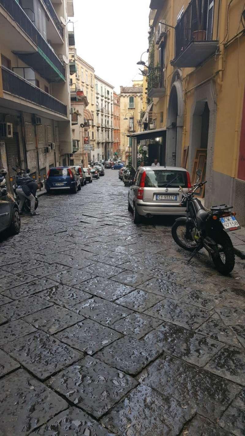 Appartamento in vendita 3 vani 120 mq.  via Via Maria Longo Napoli