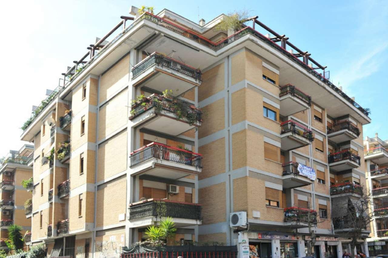Appartamento in vendita 4 vani 110 mq.  viale dei Promontori Roma