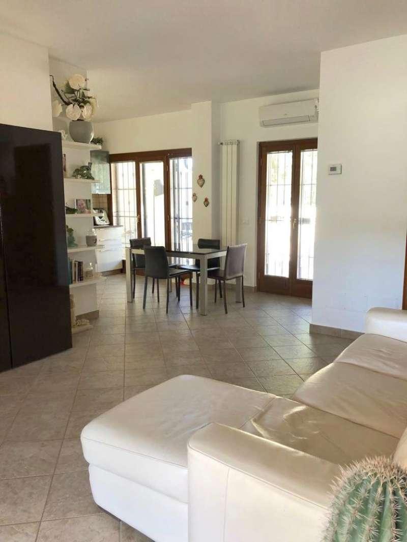 Villetta in vendita 5 vani 120 mq.  via di Castel Porziano Roma
