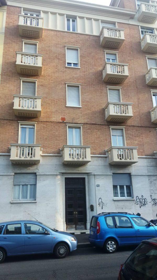 Bilocale Torino Via Carrera 3