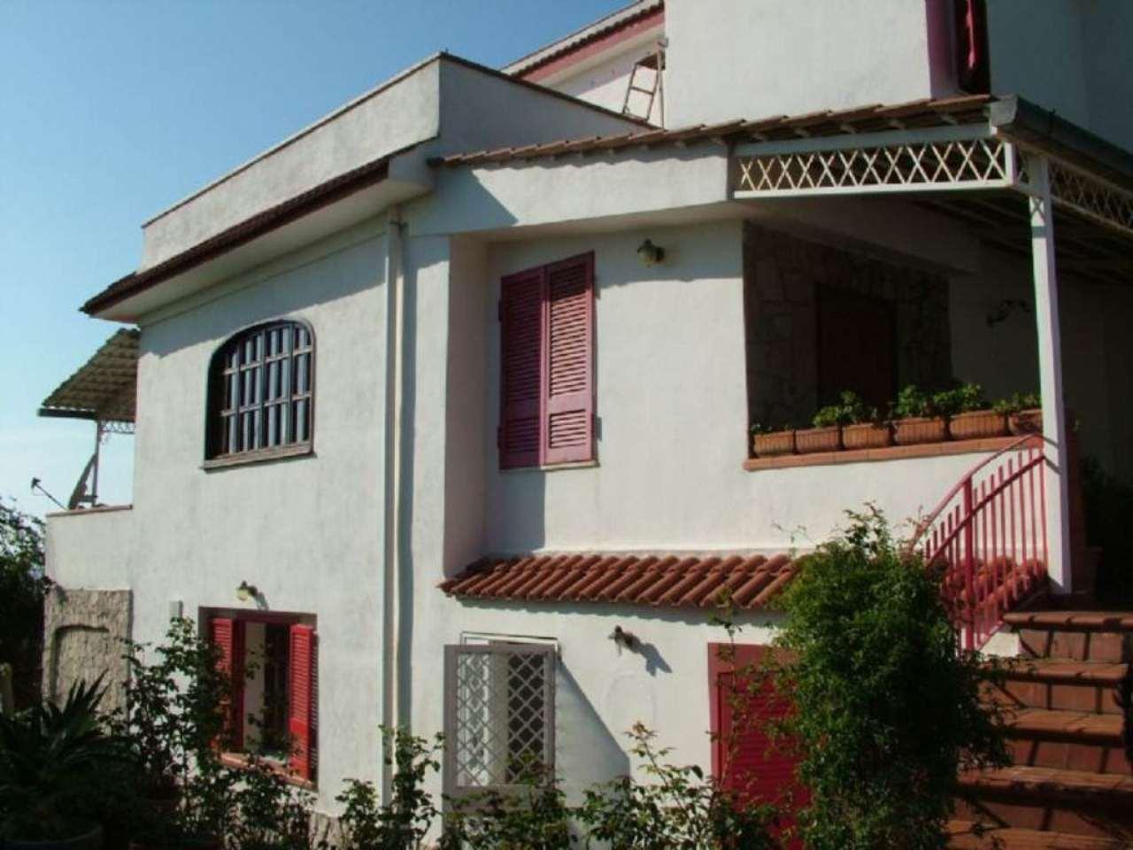 Villa in vendita a Pozzuoli, 12 locali, prezzo € 580.000 | CambioCasa.it