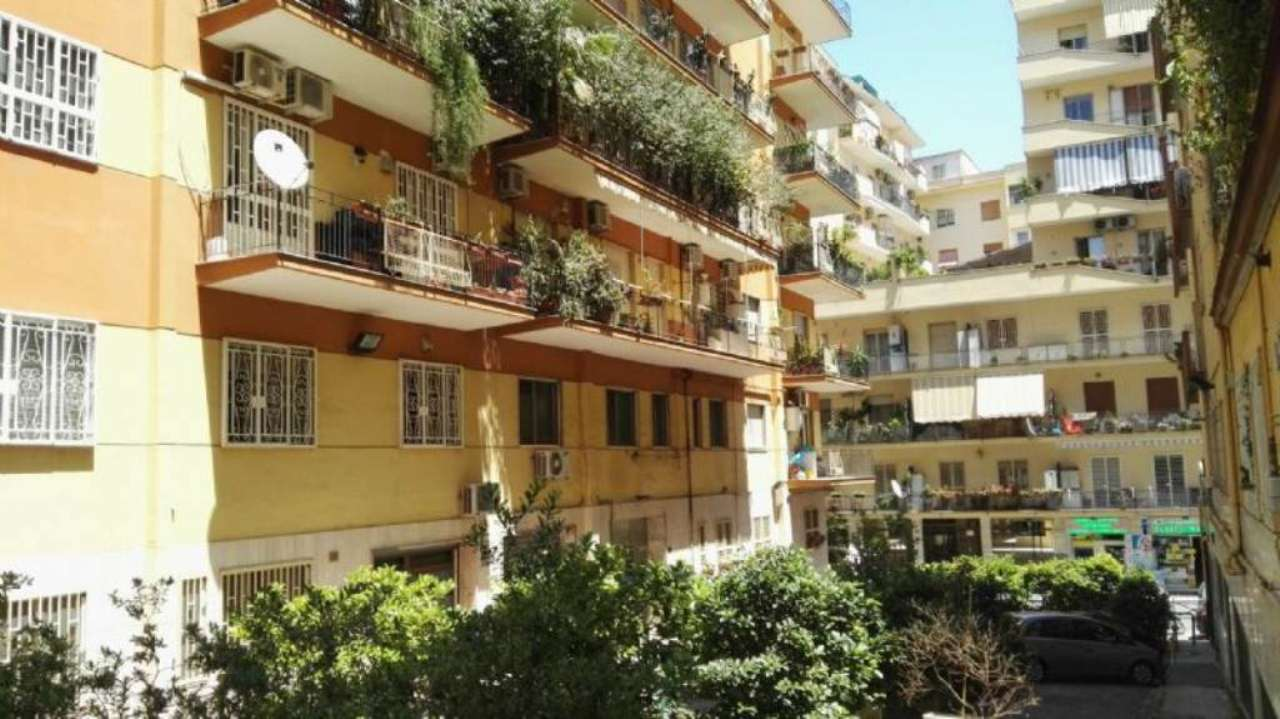 Bilocale Napoli Via Falvo 2