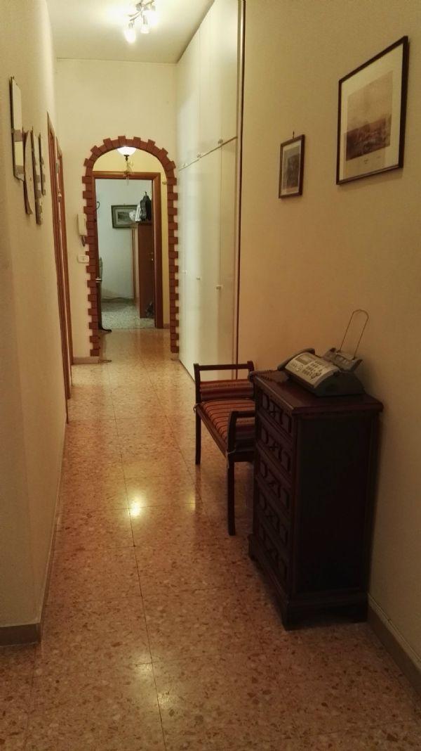 Bilocale Napoli Via Falvo 9