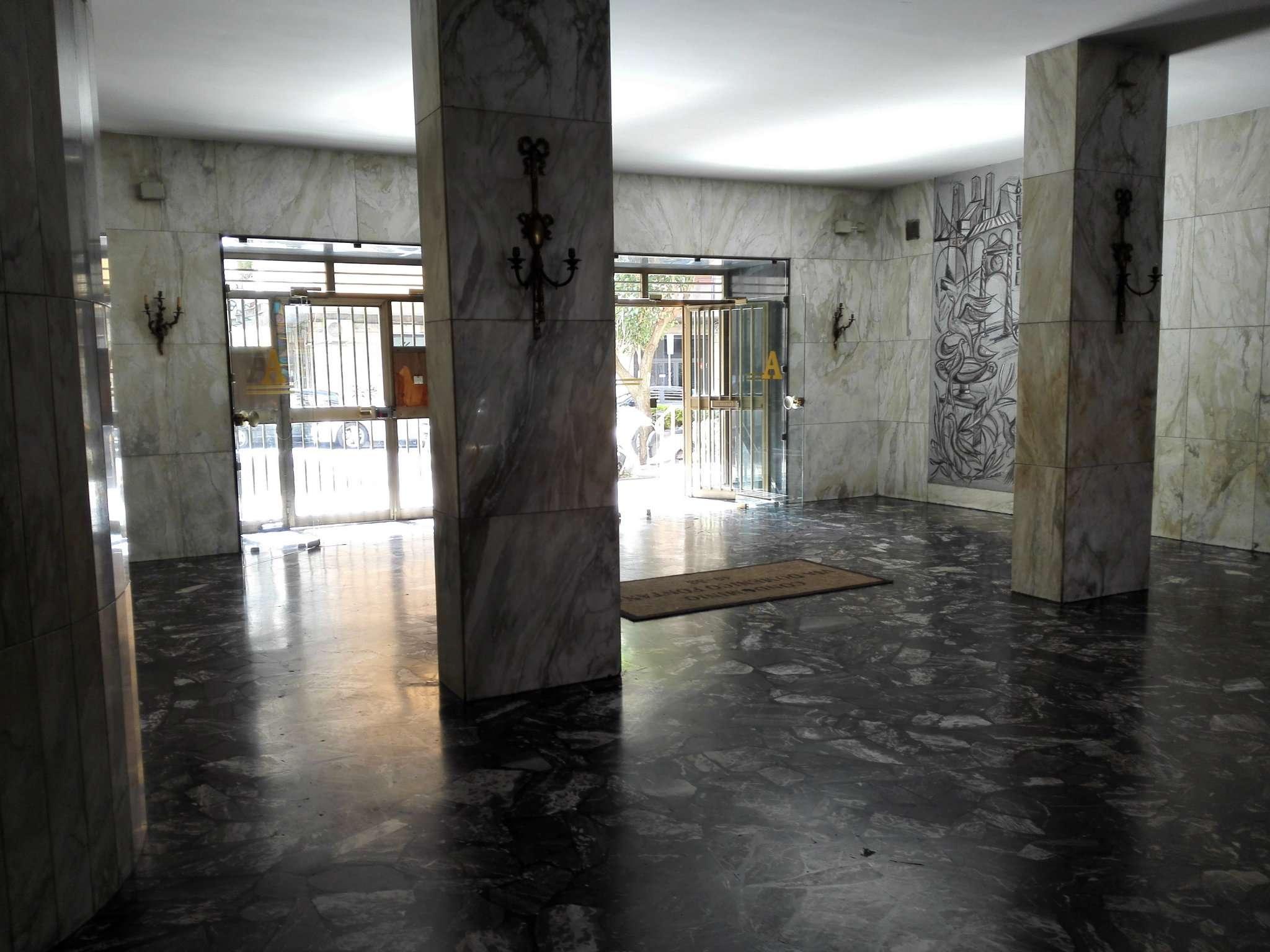 Bilocale Napoli Via Domenico Fontana 1