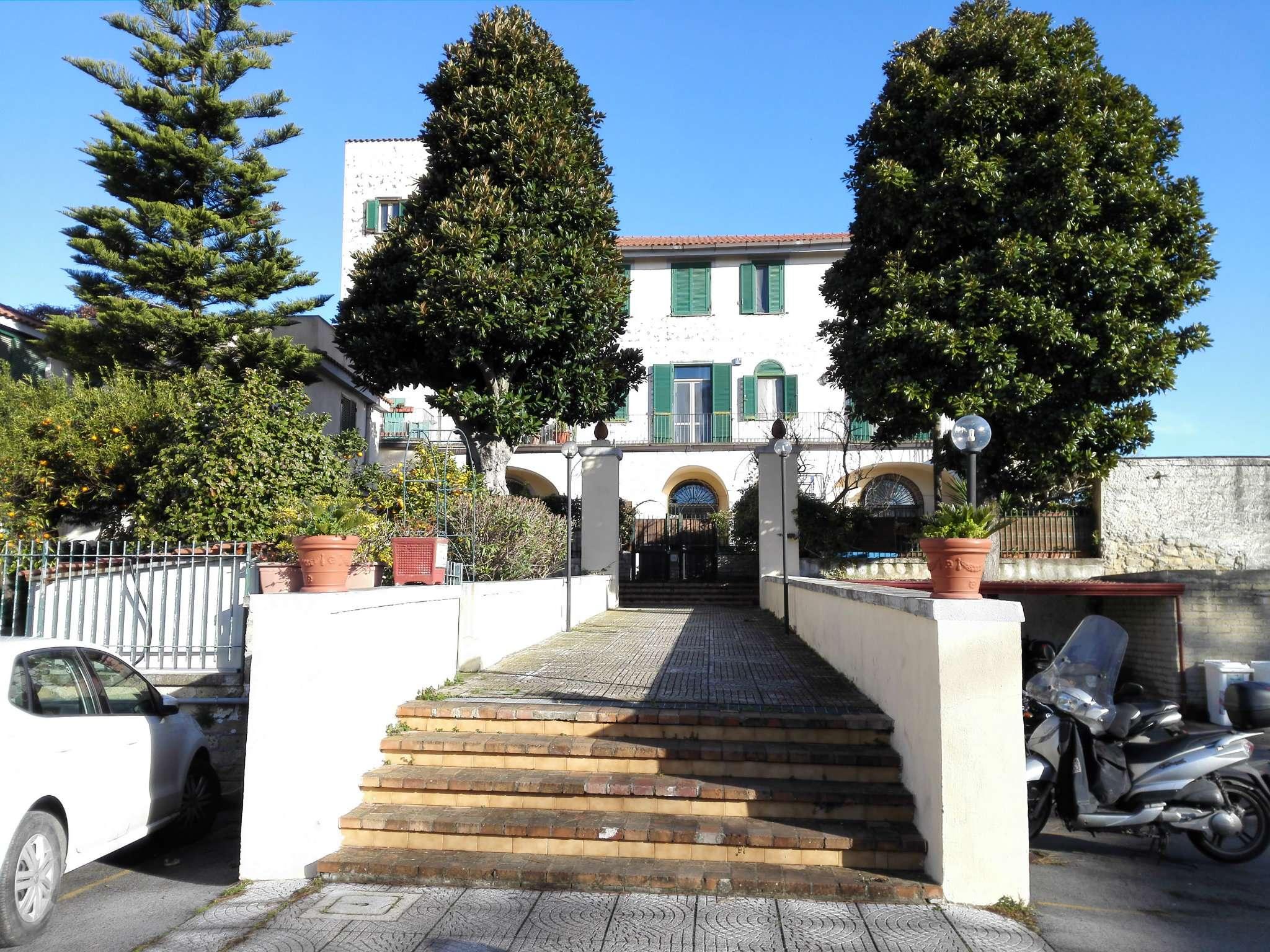 Soluzione Indipendente in Affitto a Napoli