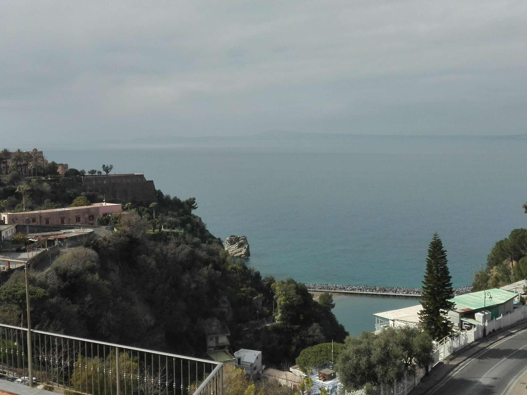 Appartamento in vendita a Vico Equense, 5 locali, prezzo € 330.000 | Cambio Casa.it