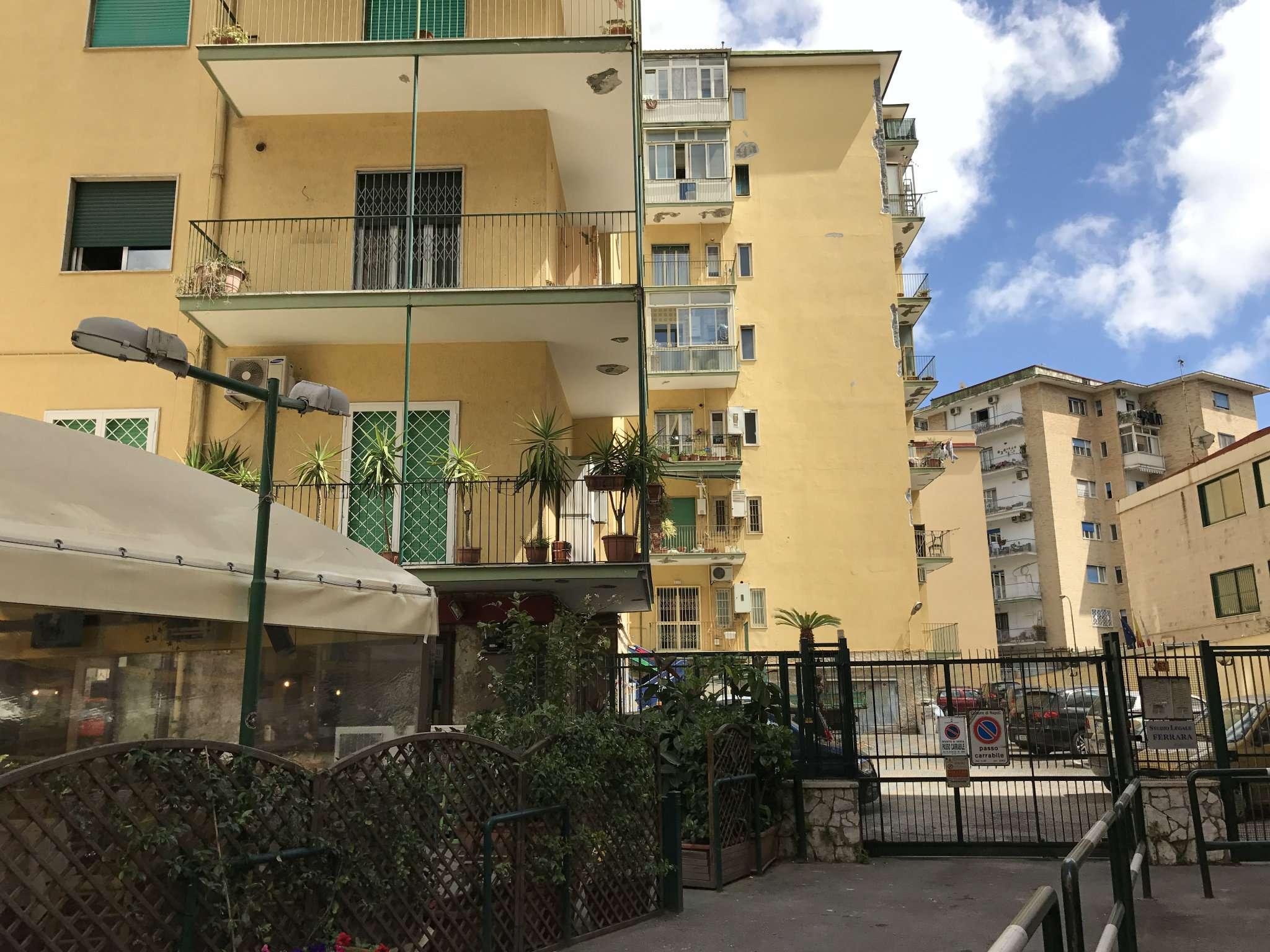 Casa napoli appartamenti e case in vendita for Appartamenti napoli