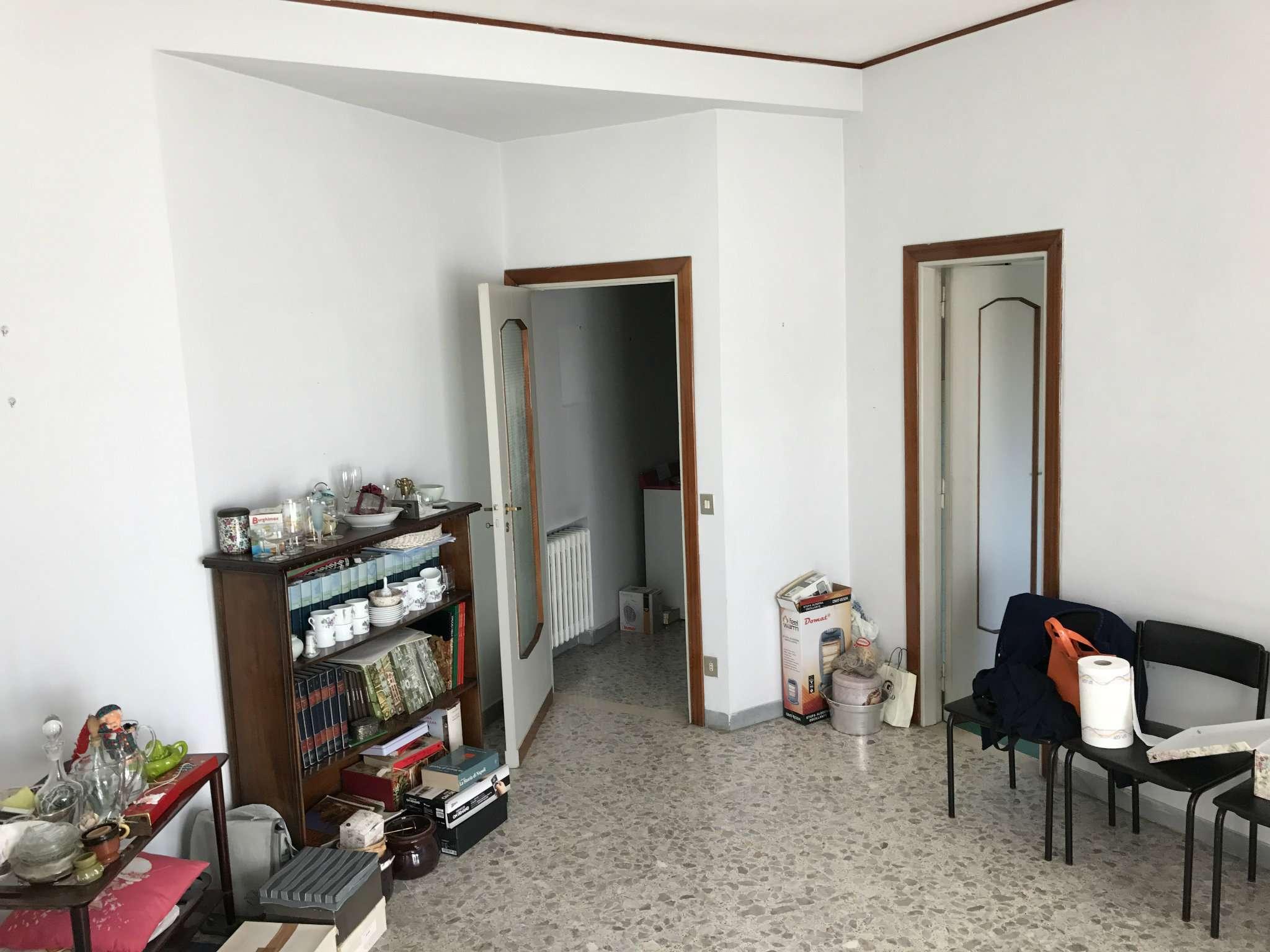 Bilocale Napoli Via Domenico Fontana 3