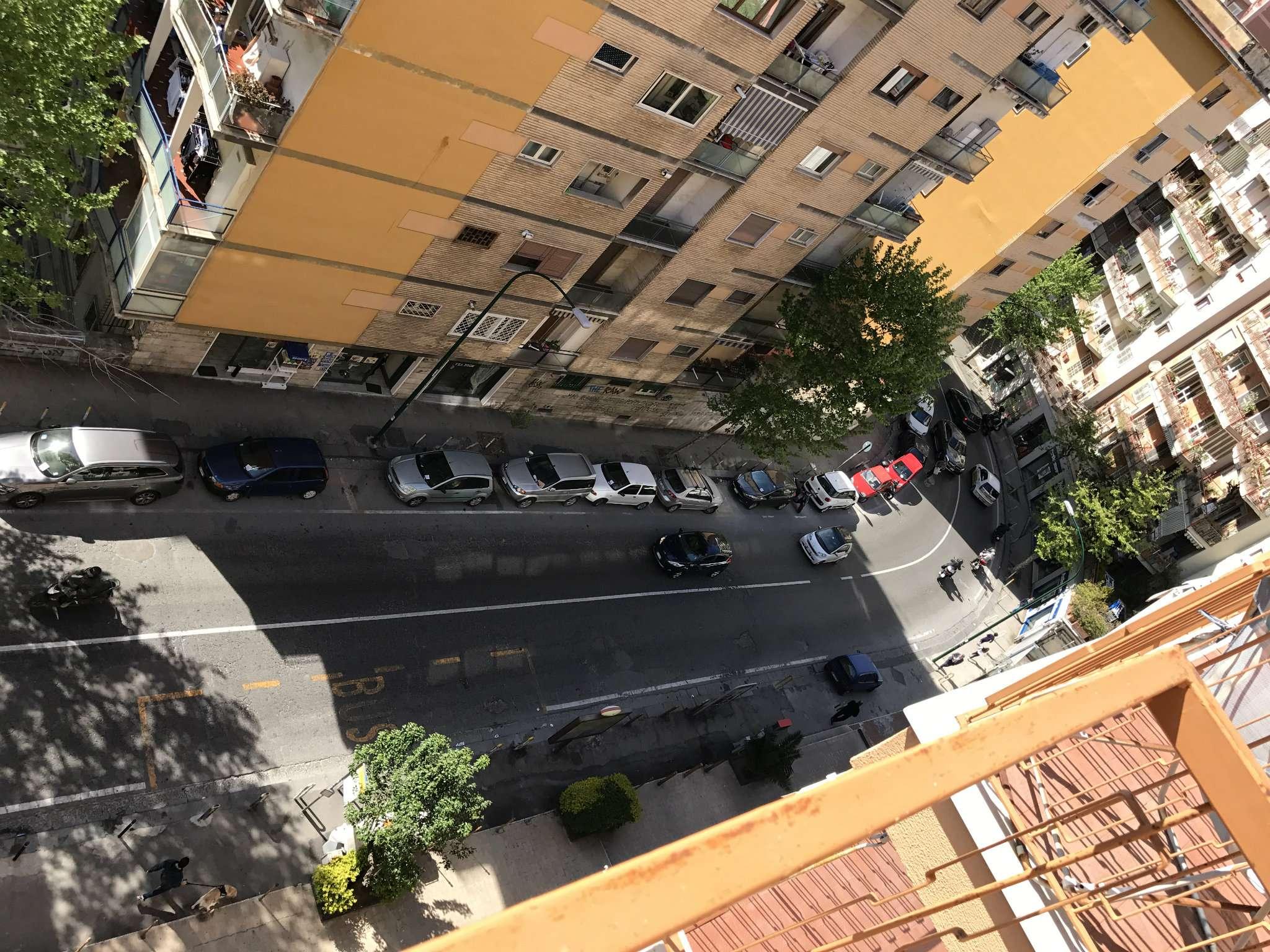 Bilocale Napoli Via Domenico Fontana 9