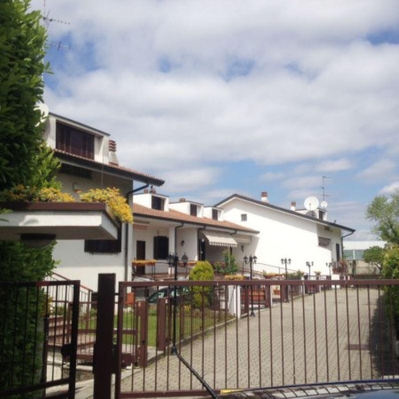Villa a Schiera in vendita a Brugherio, 6 locali, prezzo € 320.000 | Cambio Casa.it