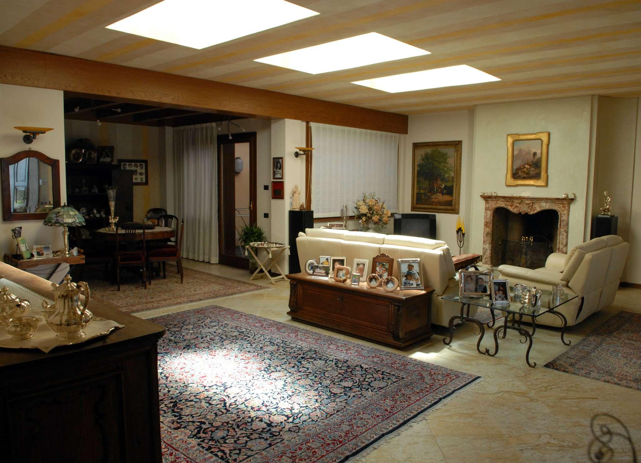 Villa in Vendita a Lesmo